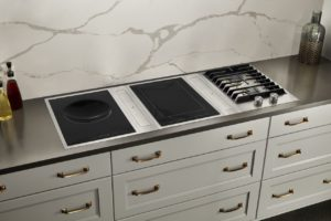 Jenn-Air Rise line range top in white ktichen with white marble backsplash